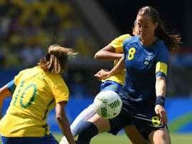 La capitaine suédoise Lotta Schelin (d) lors de la demi-finale face au Brésil, le 16 août 2016 au Maracana