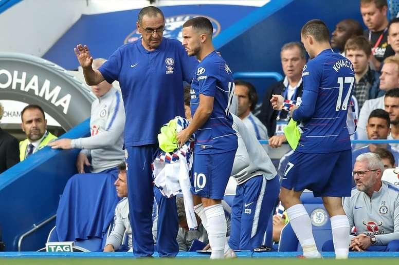 Sarri em tom de despedida com Hazard. AFP