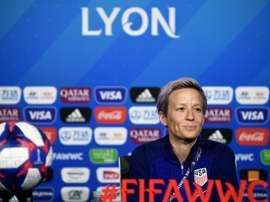 Megan Rapinoe en conférence de presse à Lyon. AFP