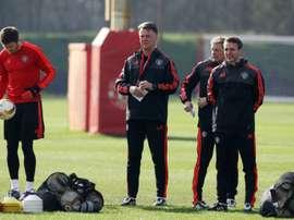 Le manager de Manchester United Louis van Gaal dirige une séance d'entraînement à Manchester. AFP