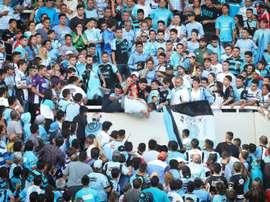 Le supporter de Belgrano Emanuel Balbo poussé dans le vide depuis une tribune du stade. AFP
