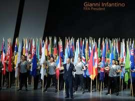 Le président Gianni Infantino devant les drapeaux des pays membres de la Fifa, lors de louverture du congrès de linstitution à Mexico, le 12 mai 2016