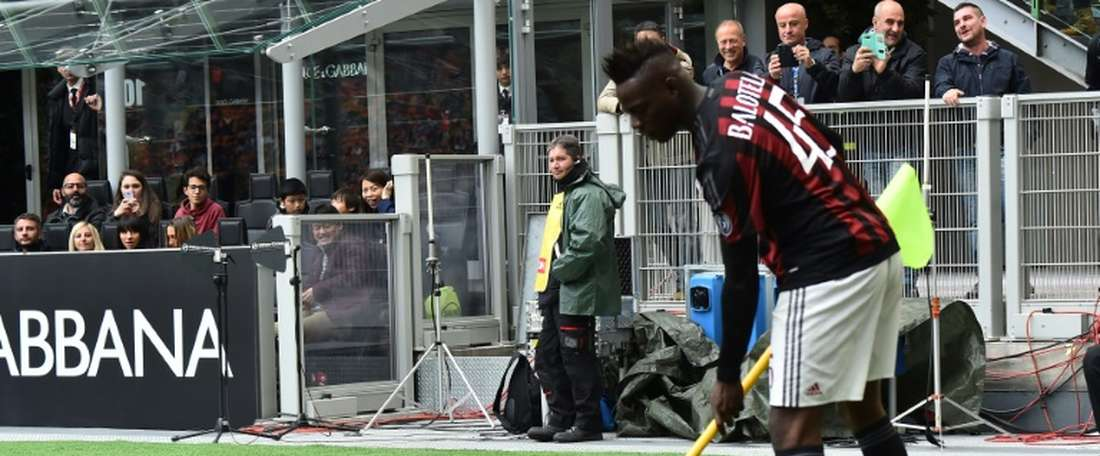 Mario Balotelli no siempre ha sabido utilizar su cabeza. AFP