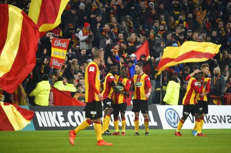 El Lens jugará la eliminatoria de ascenso a la Ligue 1. AFP