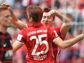 O Bayern bateu o Schalke 04 por 2-1. AFP