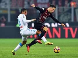 Le milieu de lAC Milan Giacomo Bonaventura (d) lors du match contre Naples à San Siro. AFP