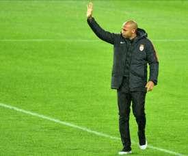 Thierry Henry salue les supporters après le match nul contre Dijon. AFP