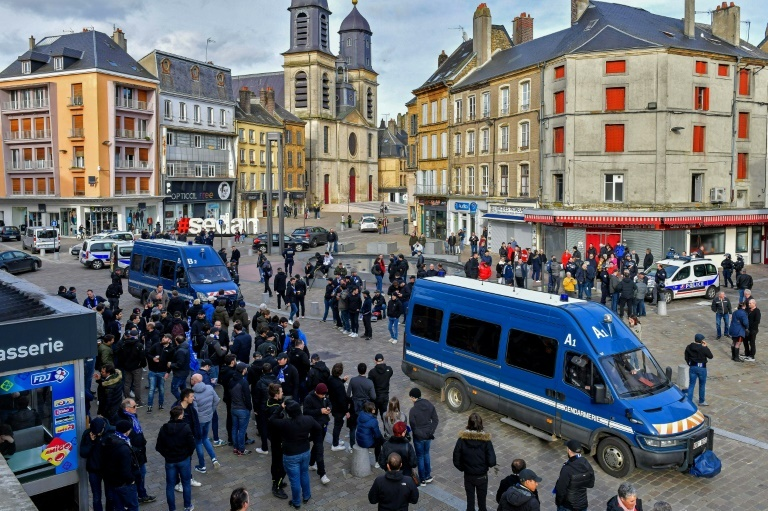 À Sedan, des centaines de hooligans hollandais attaquent des supporters corses
