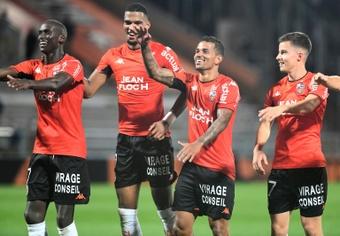 Moffi prolonga la caída del campeón y el sueño del Lorient