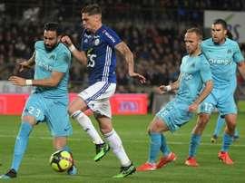 Adil Rami (g), alors à Marseille, lors d'un match de Ligue 1 à Strasbourg. AFP