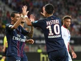 Javier Pastore partage sa joie avec Angel Di Maria après avoir marqué pour Paris contre Lyon. AFP