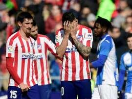 El Atlético se quedó en el campo y pidió disculpas a las gradas. AFP