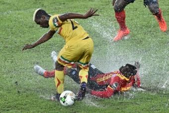 Yves Bissouma acaparó la atención de los grandes ingleses a finales del verano. AFP