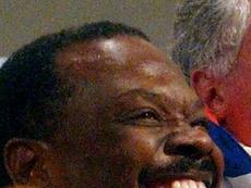 Appels pour une suspension du président de la fédération de foot, accusé de viol. AFP