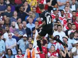 Le Brésilien de Liverpool Philippe Coutinho fête le premier de ses deux buts face à Arsenal, le 14 août 2016 à lEmirates Stadium