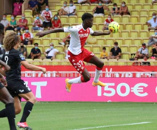 United prépare une offre pour Badiashile. AFP