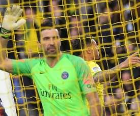 Buffon não renovará e o PSG quer ex-goleiro reserva. AFP