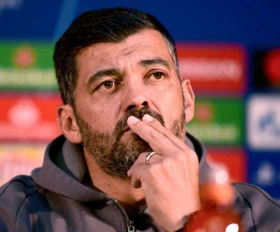 O técnico acredita na passagem aos quartos da Champions. AFP