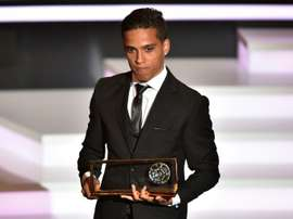 Le Brésilien Wendell Lira reçoit le Prix Puskas du plus beau but de lannée 2015, le 11 janvier 2016 à Zurich