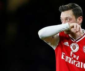 Özil felicitó a sus compañeros. AFP