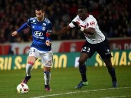 Benzia anotó los dos goles del Lille frente al Olympique de Lyon. AFP