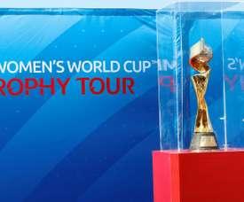 Le trophée de la Coupe du monde féminine 2019 présenté à Durban. AFP