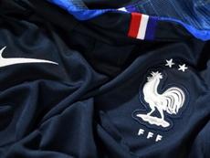 : Le nouveau maillot de l'équipe de France de football présentant les deux étoiles . AFP