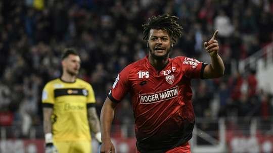 L'attaquant Loïs Diony lors d'un match avec Dijon contre Angers, au stade Gaston Gérard. AFP
