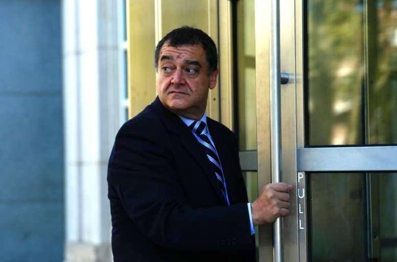 L'ex-dirigeant du foot des Caïmans Costas Takkas, à son arrivée au tribunal de Brooklyn. AFP