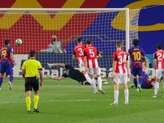 Le FC Barcelone trépigne mais bat Bilbao et redevient leader. AFP