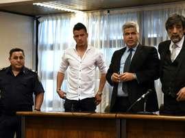 Le défenseur du club argentin de Temperley, Alexis Zarate (en blanc) au tribunal. AFP