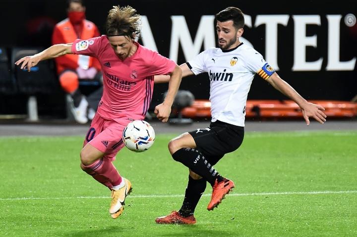 Gayà tiene contrato con el Valencia hasta 2023. AFP