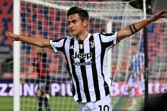 La Juventus ya planifica la renovación de Dybala. AFP
