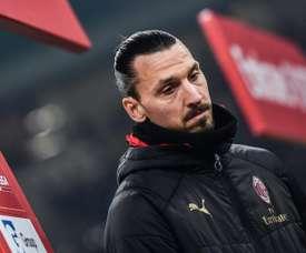 Ibrahimovic continuará no Milan mais uma temporada. AFP