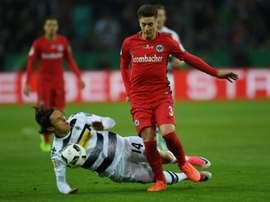 El lateral uruguayo podría dejar el Manchester United este verano por el Sunderland. AFP