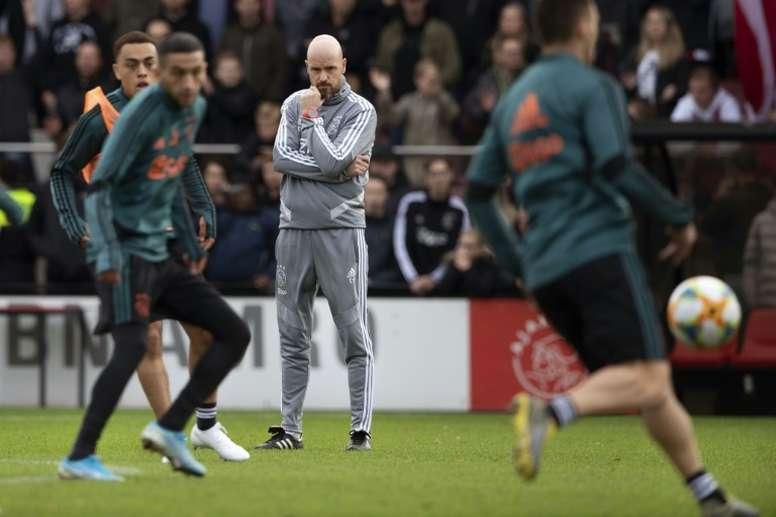 El Nápoles se interesa por el entrenador del Ajax. AFP