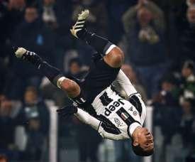 Le milieu de terrain brésilien de la Juventus Hernanes fête son but contre Pescara. AFP