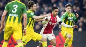 Le jeune joueur de 17 ans, Justin Kluivert avec les joueurs de ADO La Haye. AFP