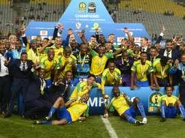 Les joueurs du club sud-africain de Mamelodi Sundowns fêtent leur sacre en Ligue des champions dAfrique, le 23 octobre 2016 à Alexandrie