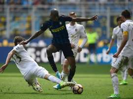 Inter e Milan empatam (2-2) na 32ª rodada da Serie A. AFP