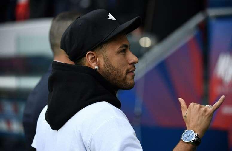 Se complica la llegada de Neymar. AFP