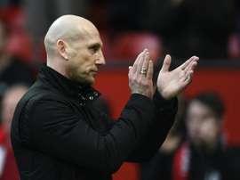 L'entraîneur néerlandais de Reading Jaap Stam applaudit à la fin du match de Coupe d'Angleterre. AFP