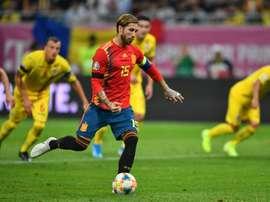 Mesmo suspenso, Ramos acompanha a Seleção Espanhola. AFP