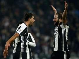 Sami Khedira e Gonzalo Higuain, cotados para deixar a Juventus. AFP