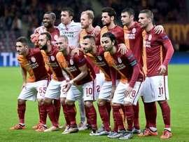 Lattaquant international turc de Galatasaray, Burak Yilmaz (2e rang, à côté du no. 11 Lukas Podolski) avant le match en Ligue des champions face au FC Astana, le 8 décembre 2015 à Istanbul