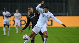 Varane y Vinicius, cerca de dos positivos. AFP