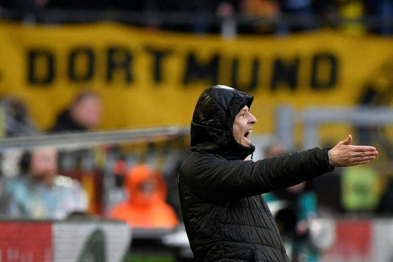 Lucien Favre donne des instructions lors du match contre Stuttgart. AFP