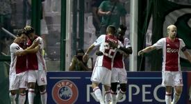 El Ajax podría dejar marchar a uno de sus jugadores del centro del campo. AFP