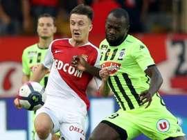 Aleksandr Golovin à la lutte avec l'attaquant d'Angers. AFP