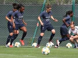 Les joueuses de léquipe de France à l'entraînement à Nice. AFP